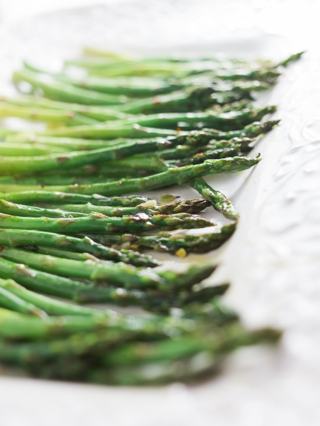 how to cook asparagus in pan with garlic