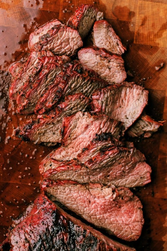 If you want to make an amazing tri tip roast, look no further. I smoked a tri tip roast with a pepper- based Texas style rub.